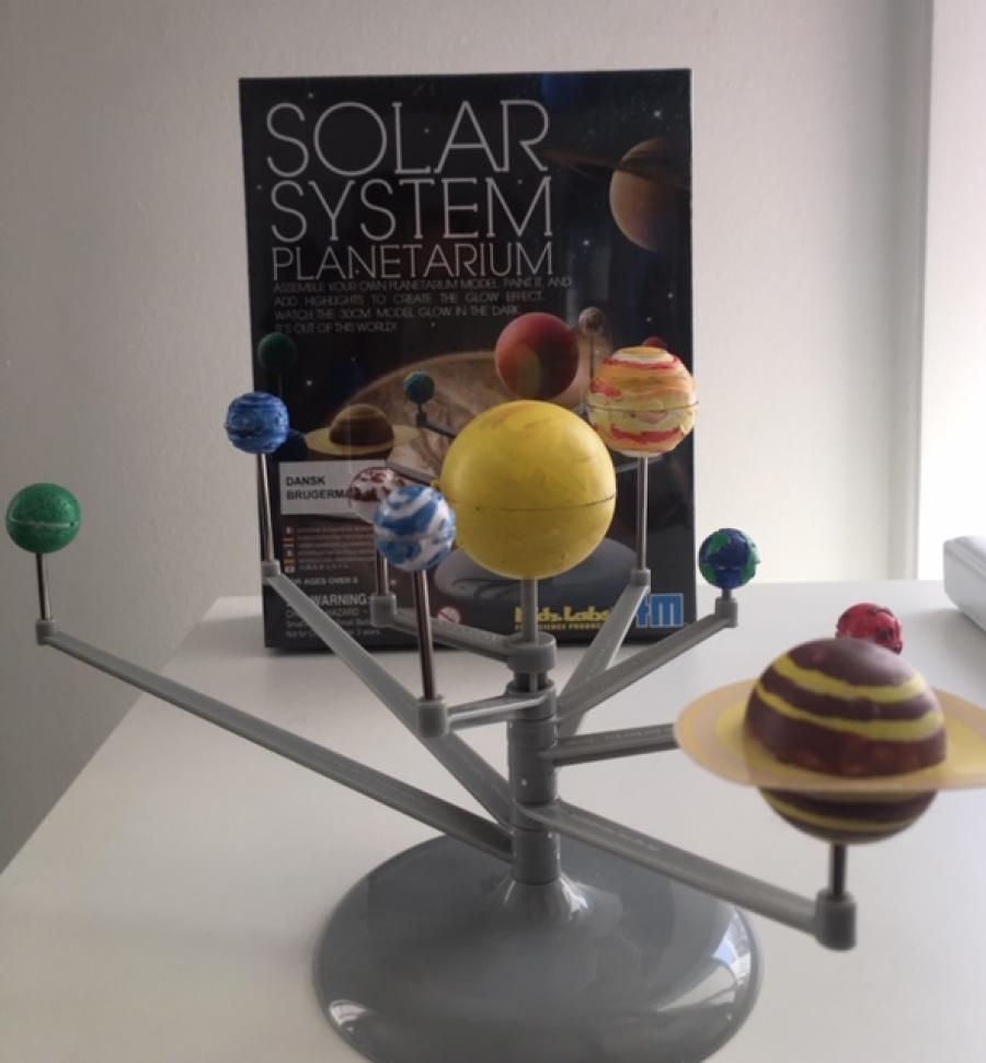 Mal dit eget solsystem