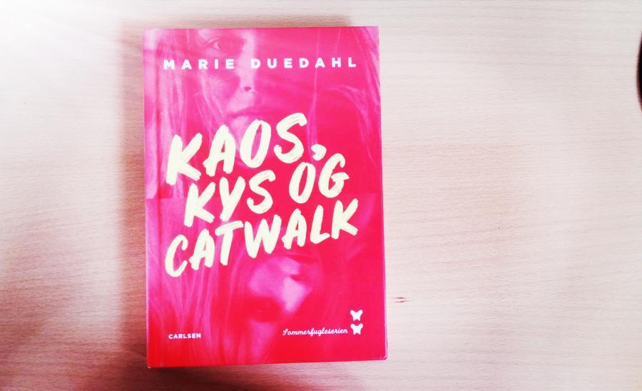 Forside af bogen Kaos, kys og catwalk